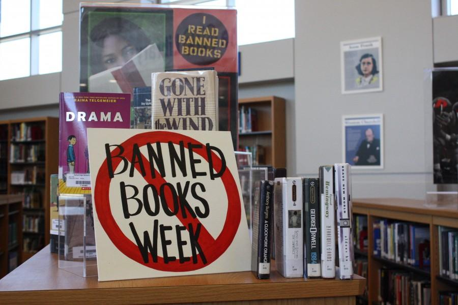 OHS+library+celebrates+freedom+to+read+during+Banned+Books+Week