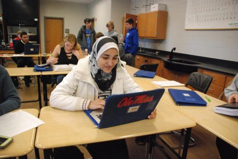Students graduating early work toward applying to college