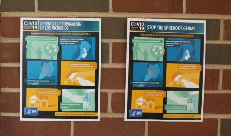 Posters in Spanish and English from the Centers of Disease Control and Prevention (CDC) remind students to practice safe hygiene. Posters similar to these can be seen all around the school.