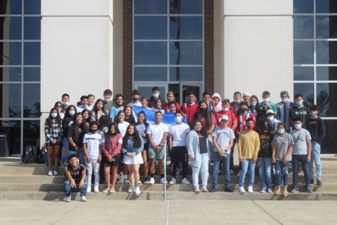 OHS students with Hispanic Heritage stand together to honor Hispanic Heritage month. The native student countries represented in this picture are mostly Honduras, Guatemala, and Mexico, while certain heritage lines trace back to many other countries. 77 Oxford students have Hispanic Heritage, but not all were present for this picture.